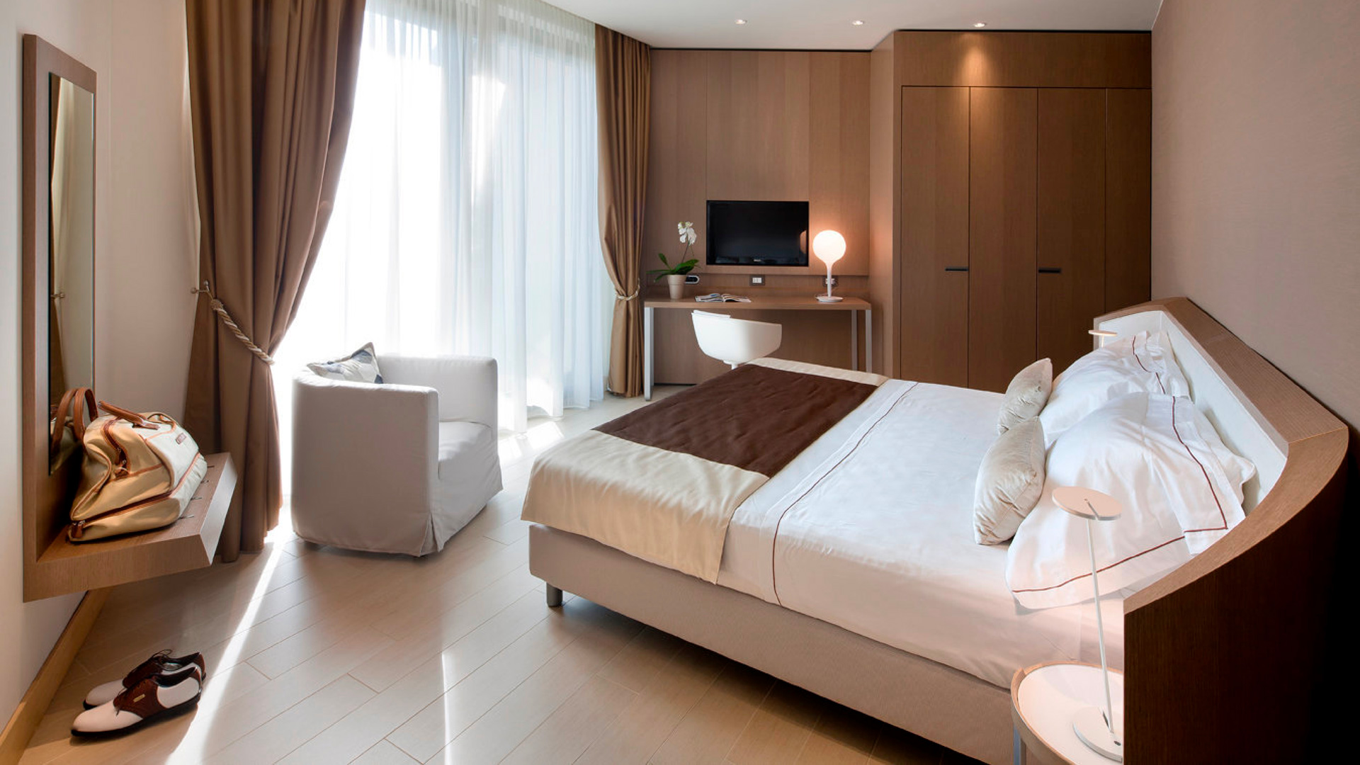 Poliform_contract_hospitality_CLUB_HOUSE_ALBARELLA_05_1920x1080px_gallery